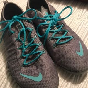 NIKE cross training tennis shoes